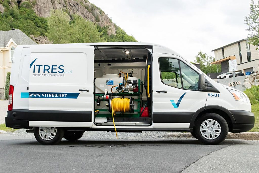 Le camion-usine de Vitres.net avec la porte ouverte à Mont-St-Hilaire